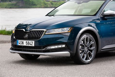 2020 Skoda Superb and Superb Scout Starting to Look Fresh ...