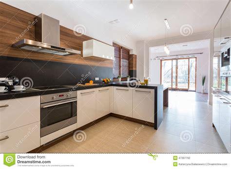 cuisine stock cuisine ouverte sur la salle à manger photo stock image 47397792