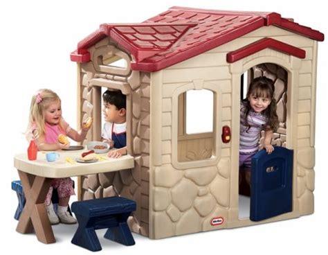Little Tikes Picnic On The Patio Playhouse by Espa 231 O Infantil Modelos De Casinha Infantis De Pl 225 Stico