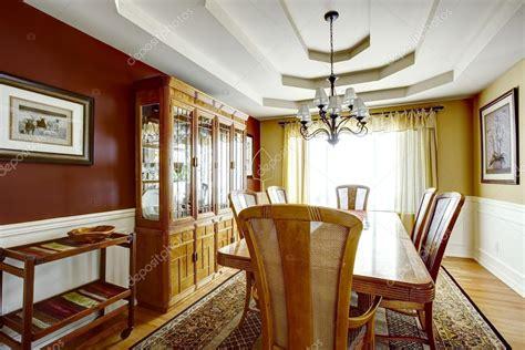 colore sala da pranzo sala da pranzo con pareti di colore di contrasto foto