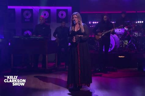 Kelly Clarkson Covers Justin Bieber's 'Sorry' | Billboard
