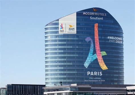 siege accor hotel 2024 accorhotels affiche soutien en grand sur
