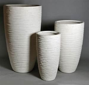Vase sandfarben mit gekreuzt gerillter oberflache fur for Whirlpool garten mit pflanzkübel xxl keramik