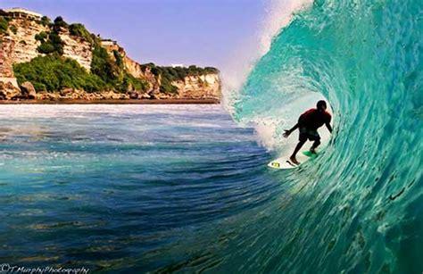 tempat surfing terbaik  dunia    indonesia