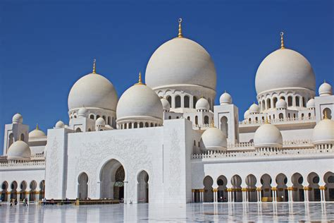 Visiting The Sheikh Zayed Grand Mosque In Abu Dhabi