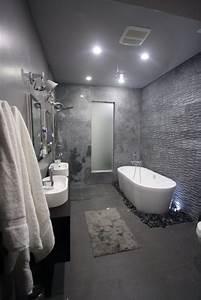 Badezimmer Fliesen Weiß : die besten 25 fliesen anthrazit ideen auf pinterest ~ Lizthompson.info Haus und Dekorationen