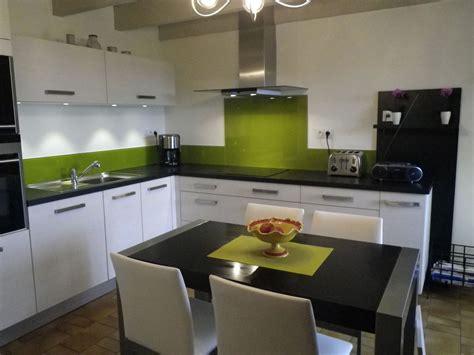 cuisine gris vert blanc