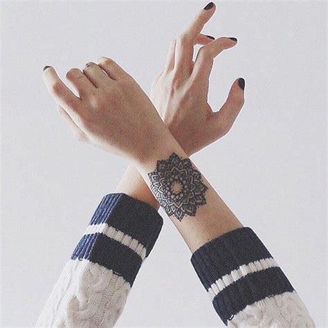 tatouage mandala avant bras on craque pour un tatouage mandala