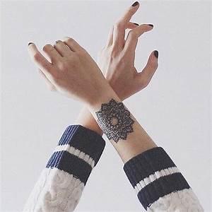 Tatouage Femme Poignet : tatouage mandala avant bras on craque pour un tatouage ~ Melissatoandfro.com Idées de Décoration