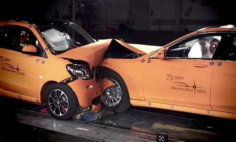 siege auto crash test smart fortwo vs mercedes s class crash test