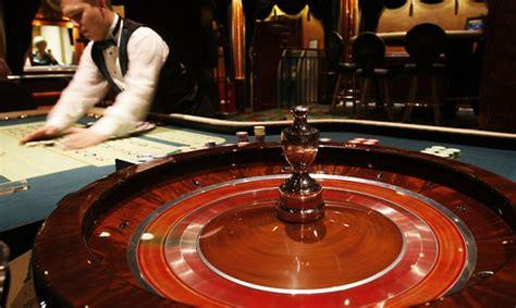 Pret Rīgas domi tiesā vērsušies 42 azartspēļu zāļu ...