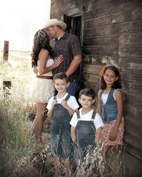 Familly Barn by 80 Lovely Farm Family Photoshoot Photo Ideas Country