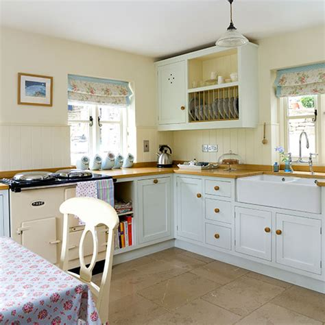 Classic Blue And Cream Country Kitchen Decorating