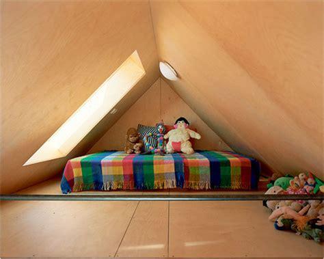 chambre combles maison bleue sur le toit chambre sous les combles
