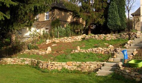 Golo Der Gartenzwerg by Hang Abfangen Mauer Gt Mauern Aus Naturstein Oder