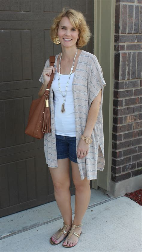 Summer Shorts Outfits for Moms   Mom Fabulous