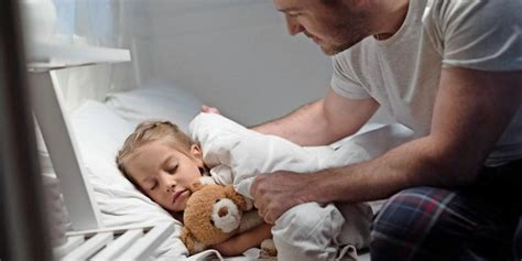 familie schlafen wann gehoert ein kind ins bett