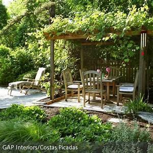 naturlicher garten mit uberdachter sitzecke uberdenken With französischer balkon mit garten pavillon 5x4