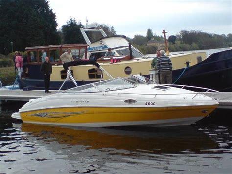 Bowrider Boat With Cuddy Cabin by Bowrider Bowrider Vs Cuddy Cabin
