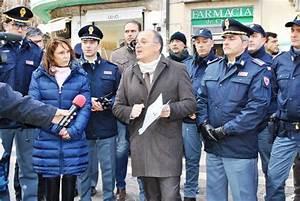 Il Questore di Cosenza, dr Luigi LIGUORI, ha incontrato giornalisti e personale per lo scambio