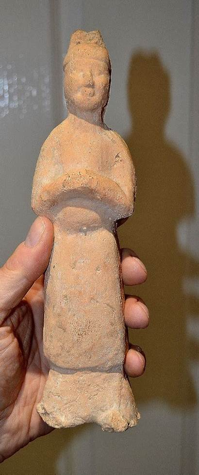 Ancient Dynasty Tang Chinese Terracotta Impressive Statuette