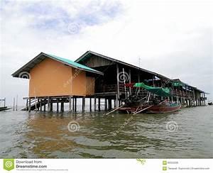 Haus Auf Dem Wasser : hausfloss auf dem wasser stockfoto bild von haus float 60252206 ~ Markanthonyermac.com Haus und Dekorationen