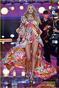 Candice Swanepoel Is Simply Angelic at Victoria's Secret ...