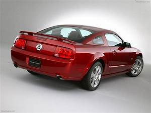 Ford Mustang (2005) Exotic Car Photo #041 of 40 : Diesel Station