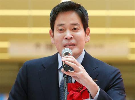 정용진 sns '세월호 추모 문구' 논란.gisa 64. 건물 팔고 950억어치 자사주 매입…정용진 '이마트 든든하다 ...