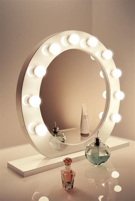Vanity Table With Lights Around Mirror by 25 Best Ideas About Make Up Mirror On
