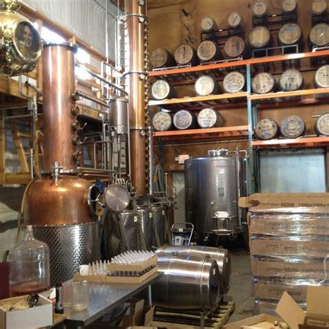 New harvest coffee & spirits darbojas bufetes, restorāni, kafejnīcas, pārtikas, dzērienu un tabakas izstrādājumu vairumtirdzniecība, mājsaimniecības preču vairumtirdzniecība aktivitātēs. Harvest Spirits Distillery - Distillery in Valatie