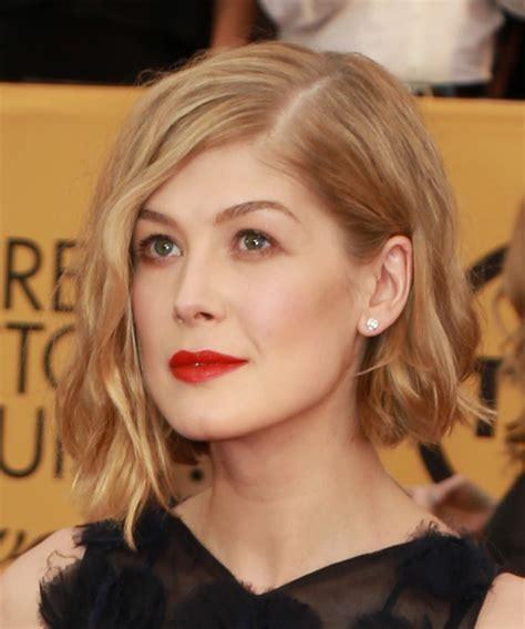 Rosamund Pike Medium Wavy Casual Hairstyle   Medium Blonde