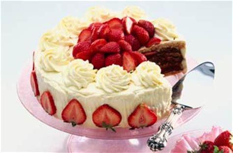 mary berrys strawberry cake recipe goodtoknow