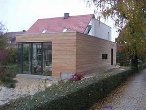 Anbau Einfamilienhaus Beispiele : ein massivholzanbau mit flachdach erweitert die wohnfl che ~ Lizthompson.info Haus und Dekorationen