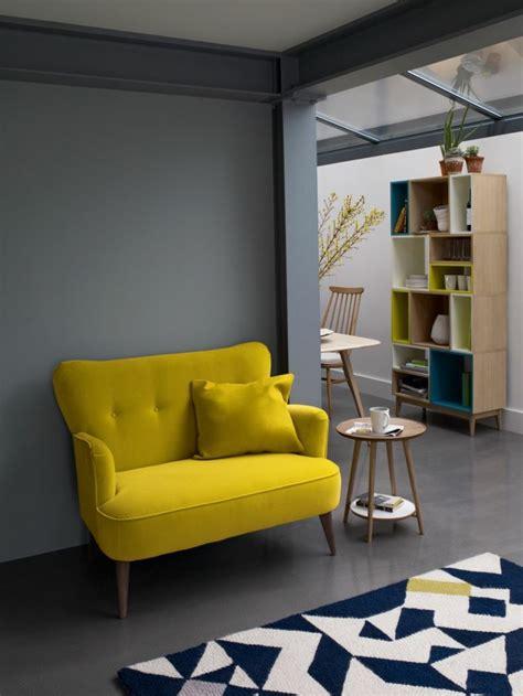 quel tapis avec canapé gris 40 idées en photos pour comment choisir le fauteuil de lecture