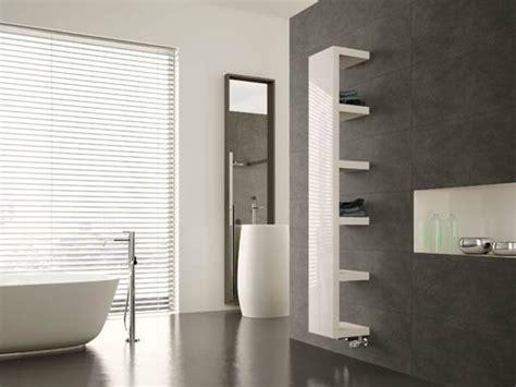 Handtuch Schrank Bad by Handtuch Schrank Badezimmer Behindertengerechte Badewanne
