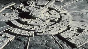 Alien-Moon-Base – Aquarian Radio