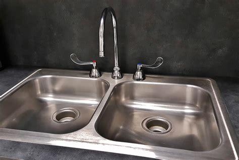 faucet sink kitchen bildet vann ren vask synke rom benkeplate