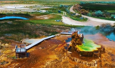 ranch building guide to visiting fly geyser on fly ranch in nevada