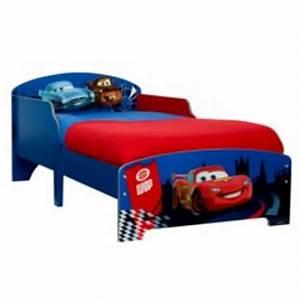 Lit Enfant 5 Ans : deco chambre enfant cars pas cher meuble cars flash mc queen decoration chambre petit ~ Teatrodelosmanantiales.com Idées de Décoration