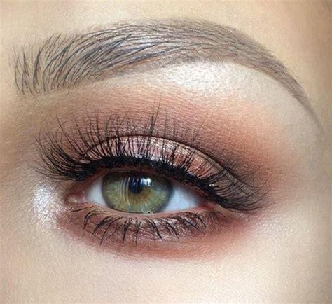 Comment maquiller les yeux bruns