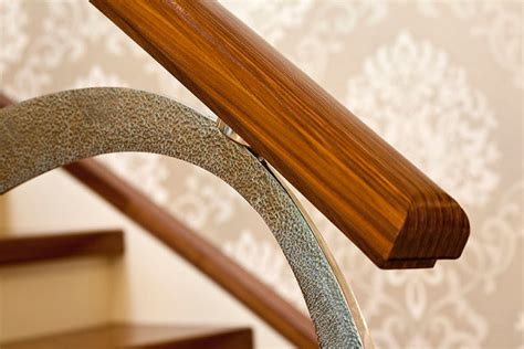 Dubai  Holztreppen von Siller Treppen ARCHITONIC
