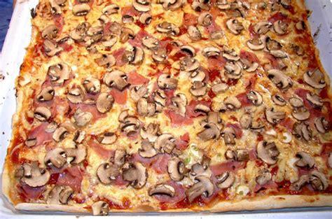 pizza selbst belegen pizza belegen womit womit die pizza belegen pizza