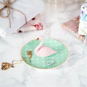 Bijoux Flamant Rose : porte bijoux en c ramique flamant rose par sass belle ~ Teatrodelosmanantiales.com Idées de Décoration