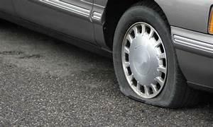 Changer Un Seul Pneu : crevaison doit on changer un ou deux pneus trucs pratiques ~ Gottalentnigeria.com Avis de Voitures