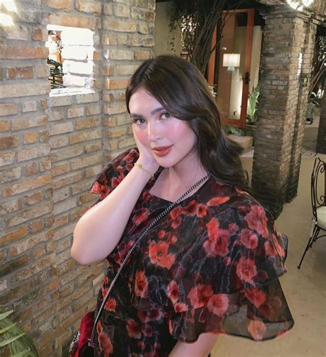 metrobeautywatch   times glowing mom sofia andres nailed  drunk blush  metrostyle