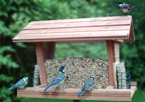 mangeoire a oiseau comment faire une maison pour les oiseaux ment faire un