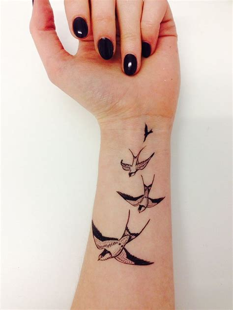 le tatouage oiseau en  idees tattoo  leur signification
