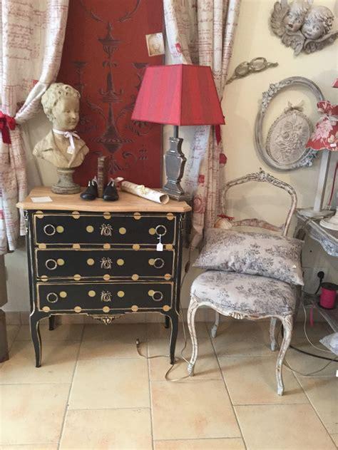 meubles anciens relooker fauteuil cabriolet m 233 daillon commode a tiroirs chevet 233 e 50