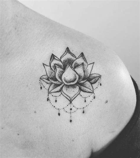 tatouage fleur de lotus epaule cochese tattoo